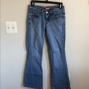 Light Levi's super low bootcut 518